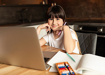 child online learning on zoom