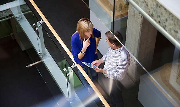 business-people-having-meeting