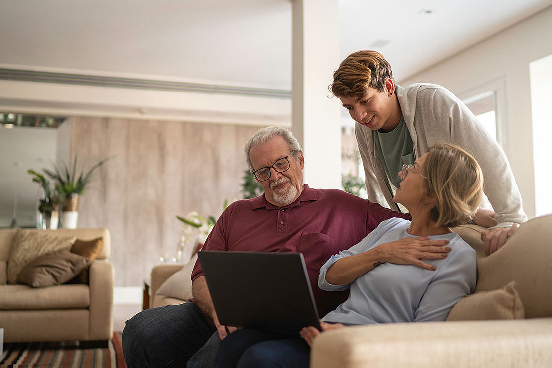 SEO-44-3x2-grandparents-talking-to-grandson.jpg