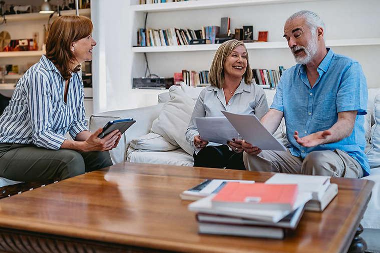 SEO-55-3x2-elderly-man-and-women-in-livingroom.jpg