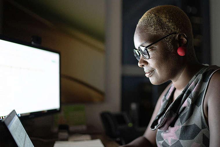 SEO-56-3x2-african-american-women-looking-at-computer.jpg