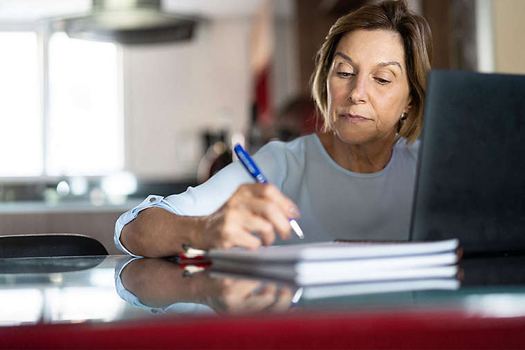 elderly-planning-retirement.jpg