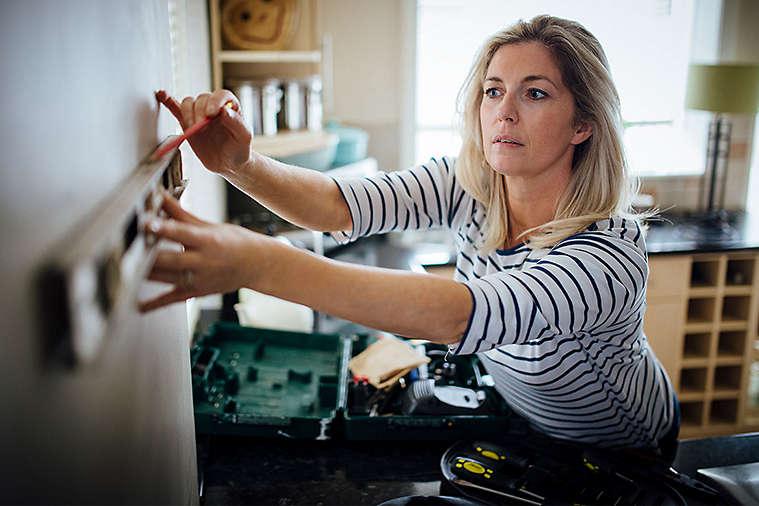 women-doing-contract-work.jpg